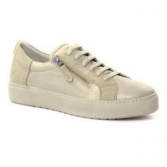 tennis beige: même style de chaussures en ligne pour femmes que les Scarlatine