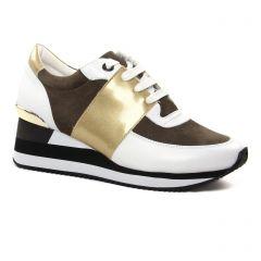Chaussures femme été 2021 - baskets plateforme Émilie Karston blanc kaki