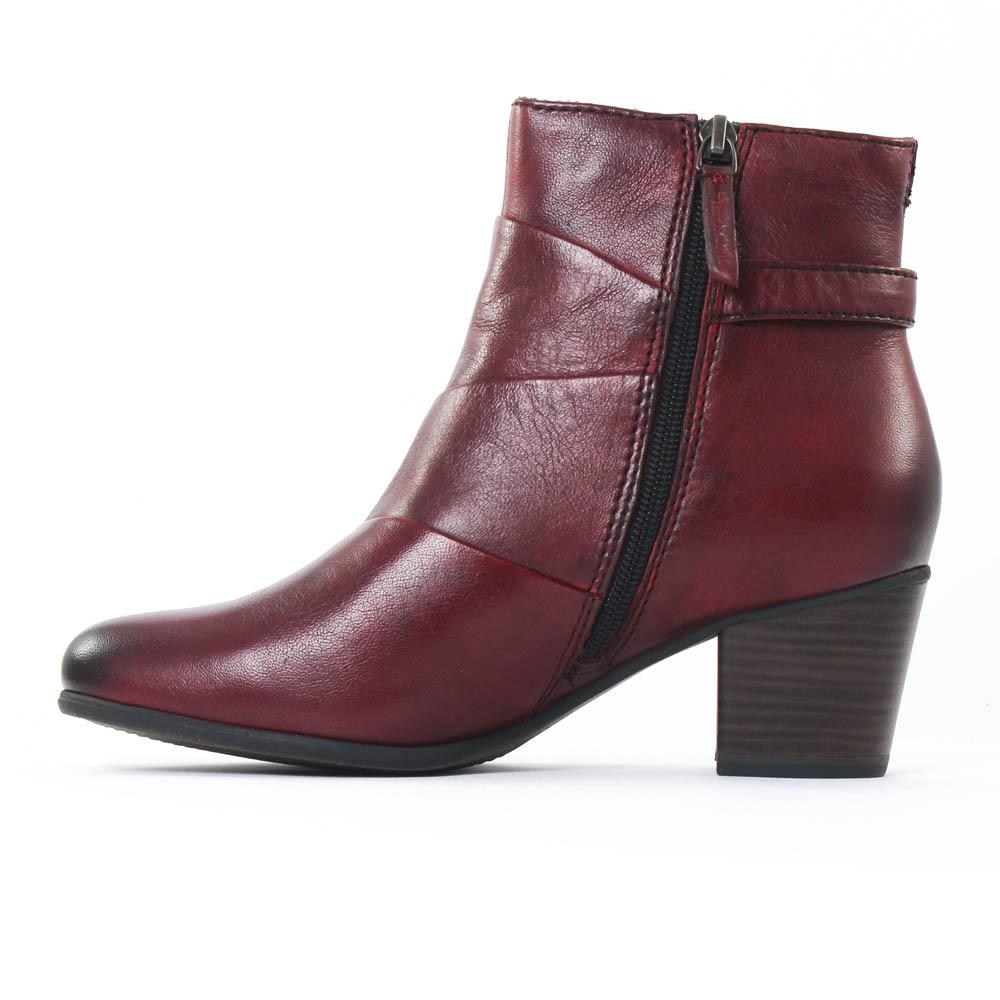 fd9a8f4dad8d1 Je veux trouver des boots femmes qui tiennent chaud et stylé pas cher ICI  Bottines femme rouge bordeaux