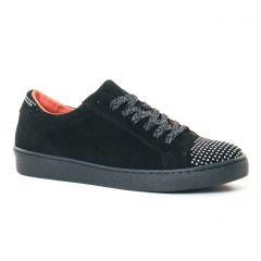 tennis noir: même style de chaussures en ligne pour femmes que les Tamaris